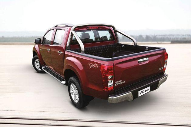 ISUZU D-MAX V-Cross Rear Left View Image