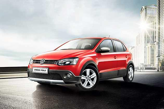 Volkswagen CrossPolo Front Left Side Image