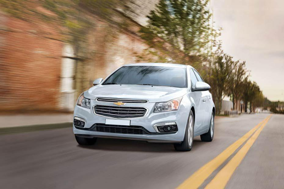 Chevrolet Cruze Front Left Side Image