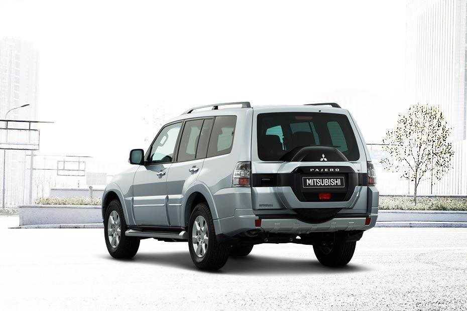 Mitsubishi Montero Rear Left View Image