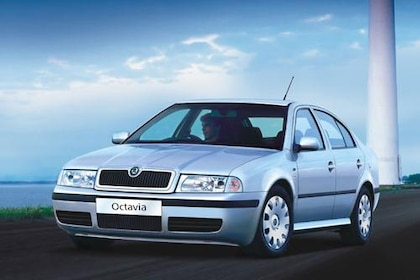 Skoda Octavia 2000-2010 Front Left Side Image