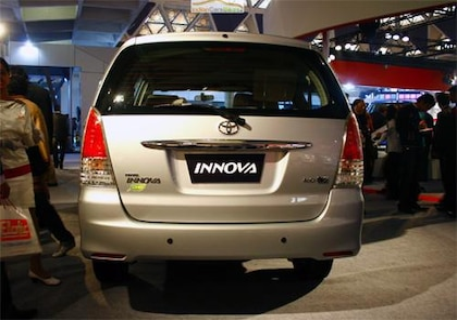 Toyota Innova 2004-2011 Rear view Image