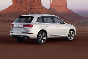 Audi Q7 Rear Right Side