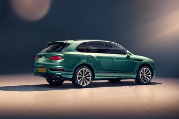 Bentley Bentayga Rear Right Side