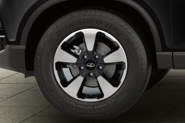 Mahindra Alturas G4 Wheel