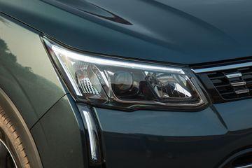 Mahindra XUV300 Headlight