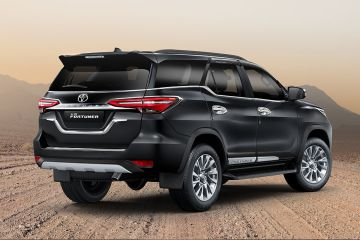 Toyota Fortuner Rear Right Side