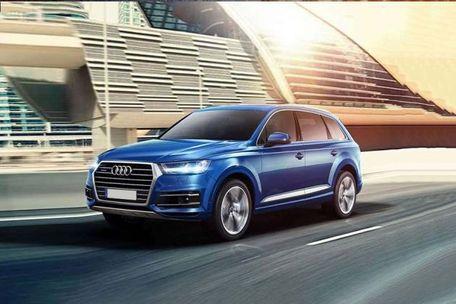 Audi Q7 Front Left Side Image