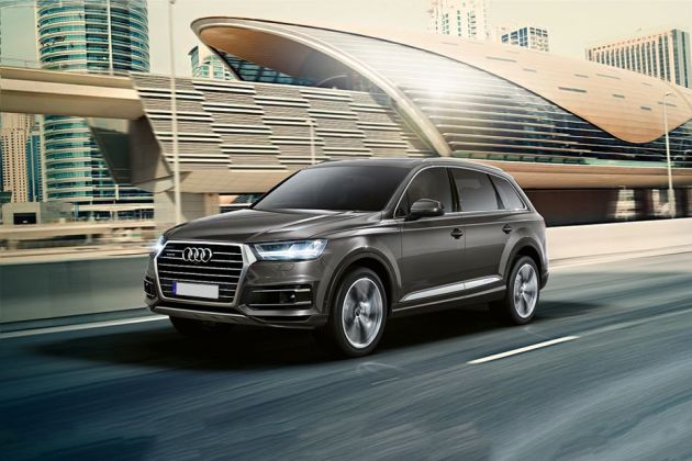 Audi Q7 Front Left Side Image