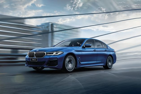 BMW 5 Series Front Left Side Image