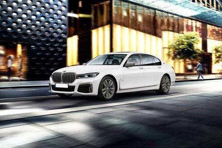 BMW 7 Series 2019 Front Left Side Image
