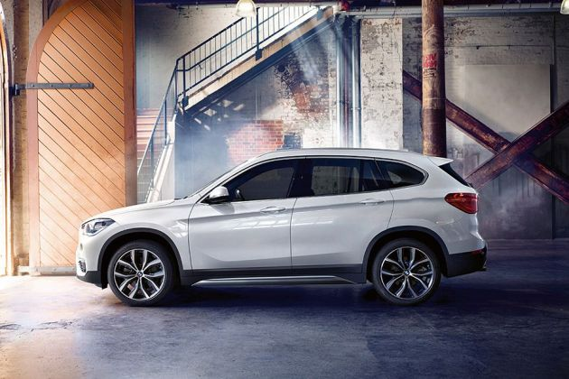 BMW X1 Side View (Left)  Image