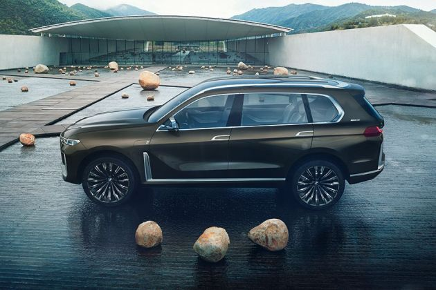 BMW X7 Side View (Left)  Image