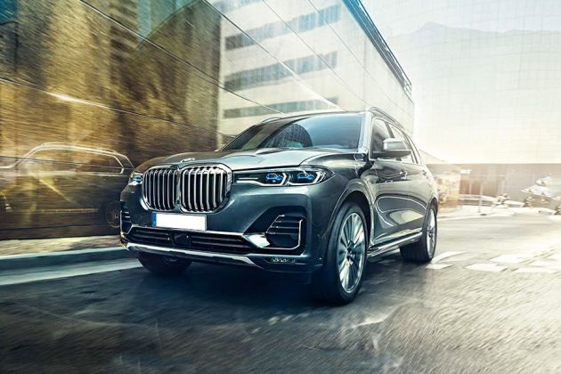 BMW X7 Front Left Side Image