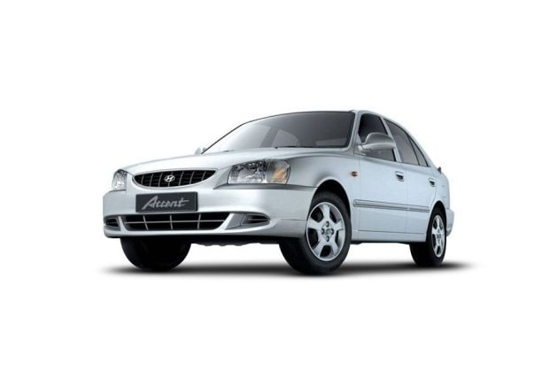 Hyundai Accent Front Left Side Image