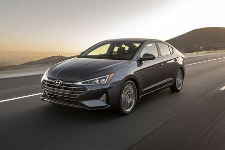 Hyundai Elantra 2019 Front Left Side Image