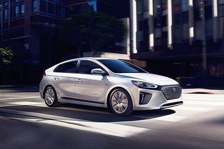 Hyundai Ioniq Front Left Side Image