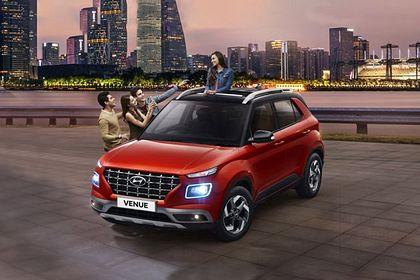 Hyundai Venue Front Left Side Image
