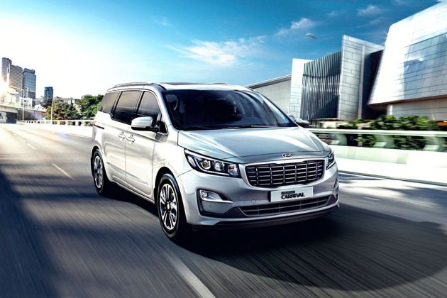 Kia Carnival Front Left Side Image