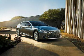 Lexus LS Front Left Side Image