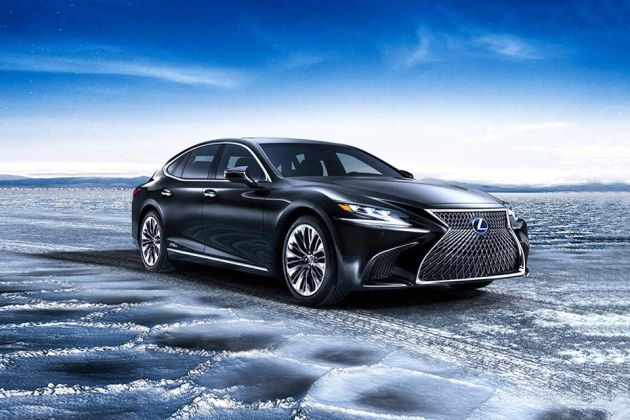 Lexus LS Front Left Side Image