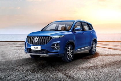 MG Hector Plus Front Left Side Image