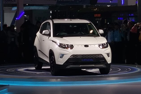 Mahindra eKUV100 Front Left Side Image