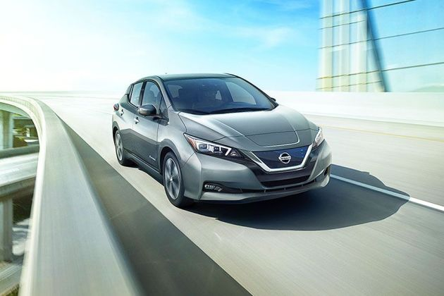 Nissan Leaf Front Left Side Image