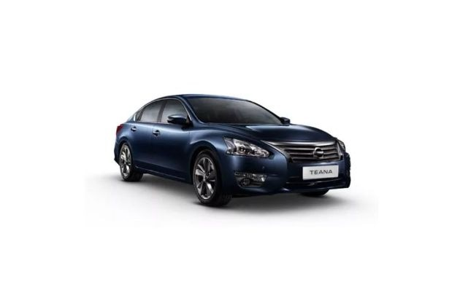 Nissan Teana Front Left Side Image