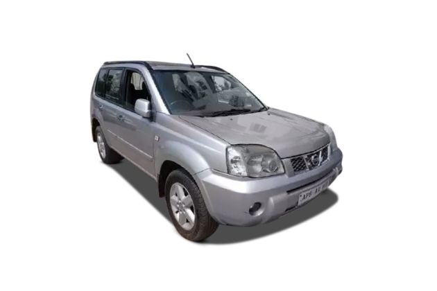 Nissan X-Trail 2004-2009 Front Left Side Image