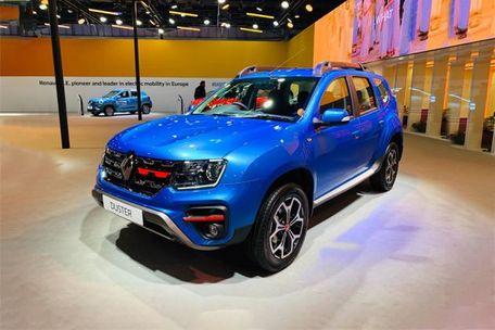 Renault Duster Turbo Front Left Side Image