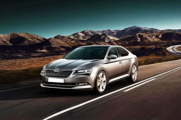 Skoda Superb Front Left Side Image