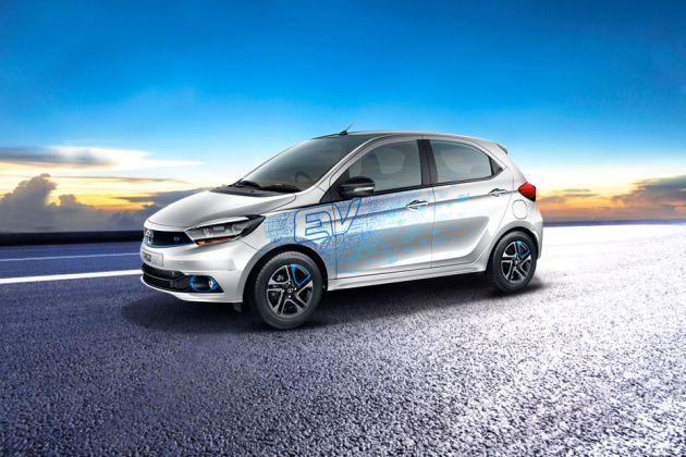 Tata Tiago EV Front Left Side Image