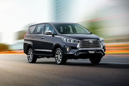 Toyota Innova Crysta Front Left Side Image