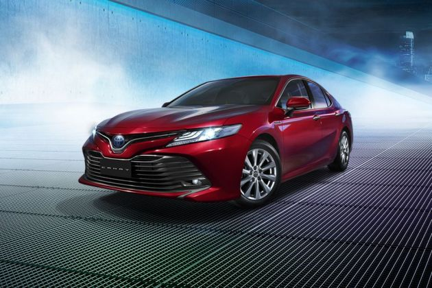 Toyota Camry 2019 Front Left Side Image