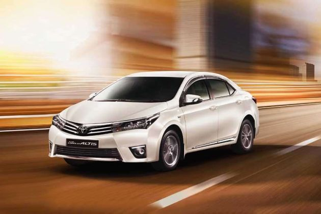 Toyota Corolla Altis Front Left Side Image