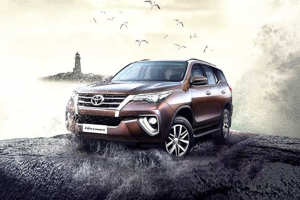Toyota Fortuner Front Left Side Image