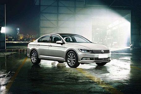Volkswagen Passat Front Left Side Image