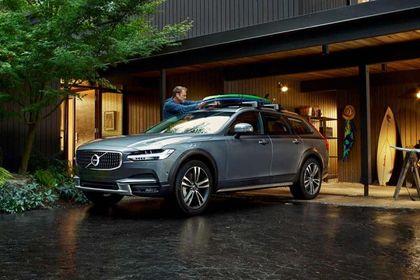 Volvo V90 Cross Country Front Left Side Image