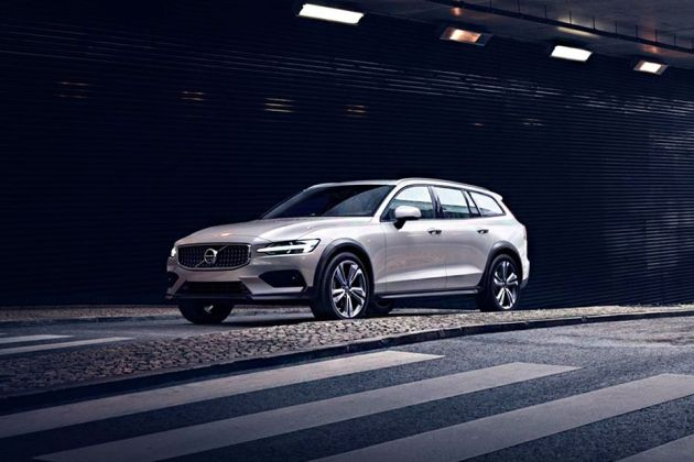 Volvo V60 Cross Country Front Left Side Image