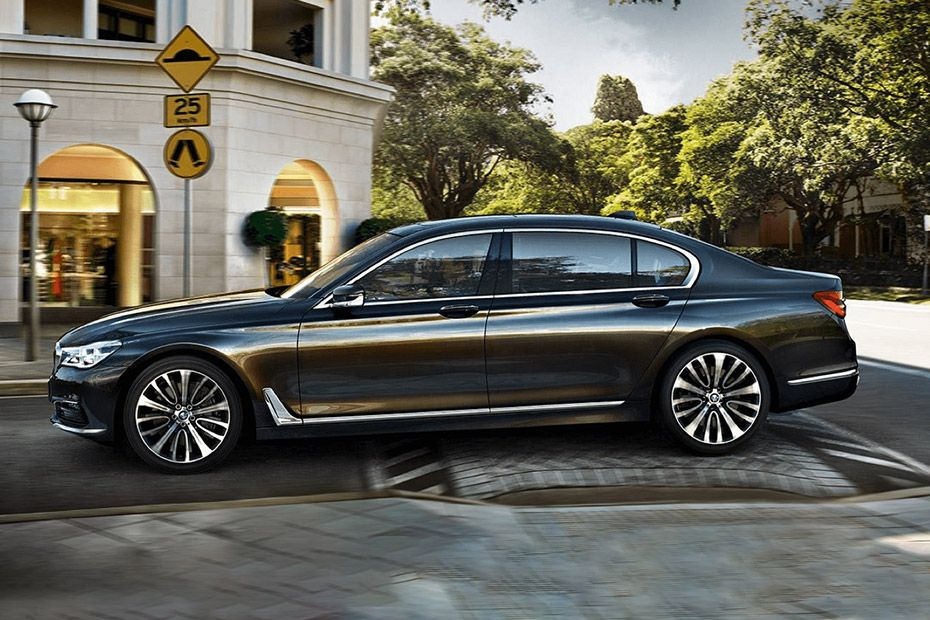 BMW 7 Series Side View (Left)  Image