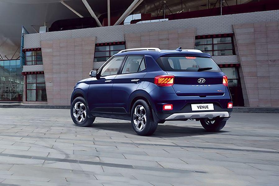Hyundai Venue Rear Left View Image