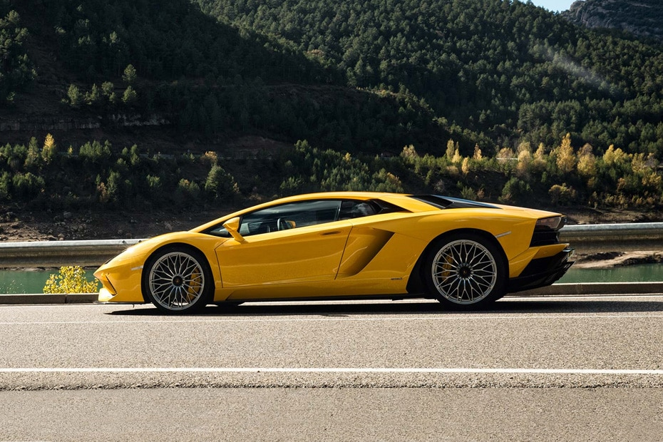 Lamborghini Aventador Side View (Left)