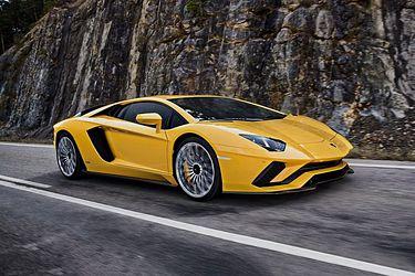 Lamborghini Aventador Front Left Side Image
