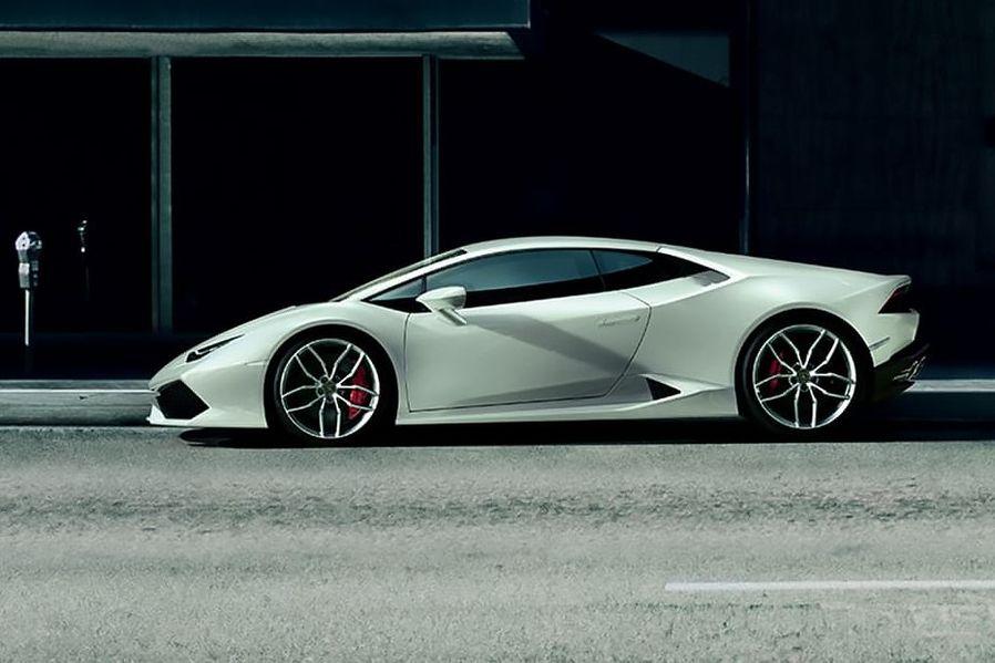 Lamborghini Huracan Side View (Left)  Image