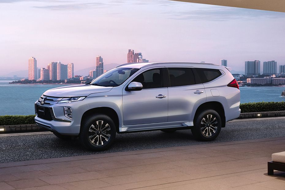Mitsubishi Pajero Sport 2020 Side View (Left)  Image