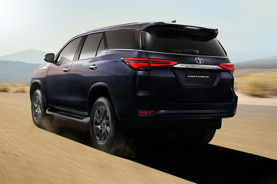 Toyota Fortuner Rear Left View
