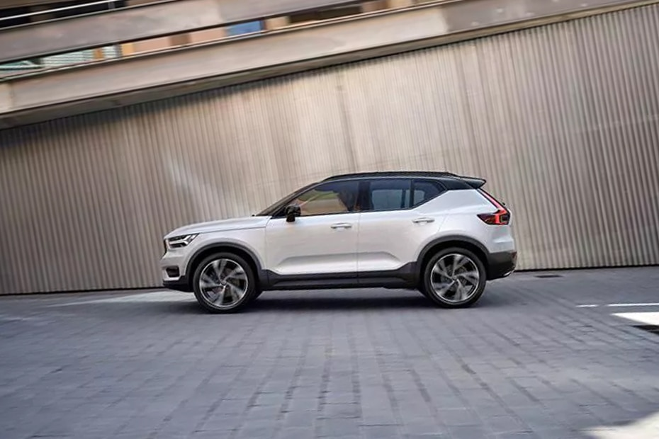 Volvo XC40 Side View (Left)