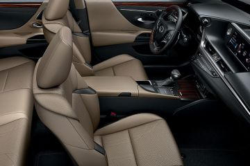 Lexus ES Front Seats (Passenger View)
