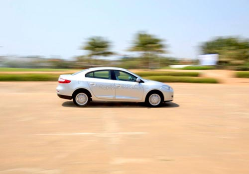 Renault Fluence Road Test Images